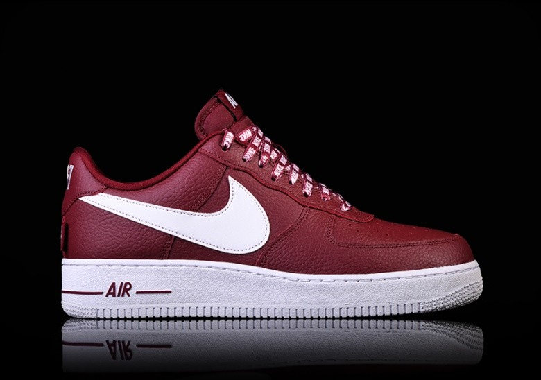 wholesale dealer 09a76 93847 NIKE AIR FORCE 1 07 LV8 NBA PACK TEAM RED