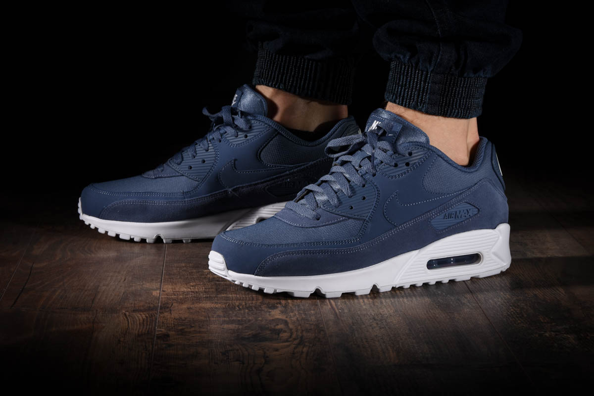 premium selection 005af 1fd6b NIKE AIR MAX 90 ESSENTIAL