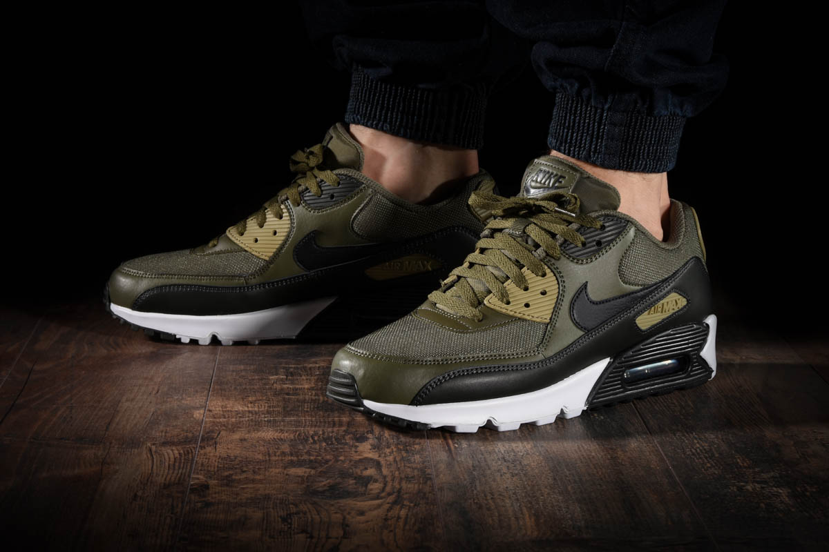 NIKE AIR MAX 90 ESSENTIAL for £115.00 |