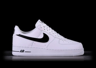 super popular 98d55 f0e23 SPORTS SHOES. NIKE AIR FORCE 1  07 WHITE BLACK SWOOSH